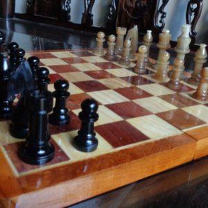 Bộ cờ vua bằng sừng trâu trắng và đen